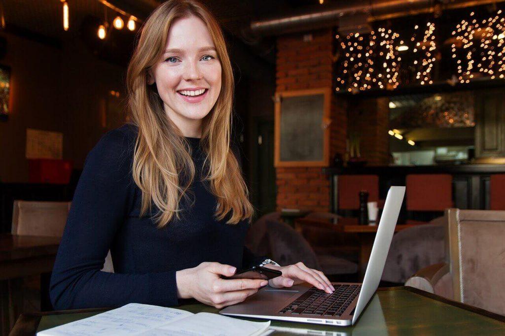 Zakenvrouw aan studeren bij Global Training